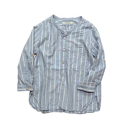 """【この夏のトレンド】ノーカラーシャツの着こなしは""""ゆるさ""""がポイント"""